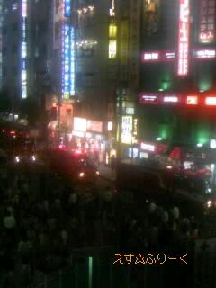 新宿駅東南口、火事騒ぎ