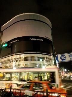 西武新宿駅の向かい